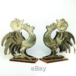 Fabuleux Paire De Grand Vintage Mexicain Tin Main Outillée Coqs