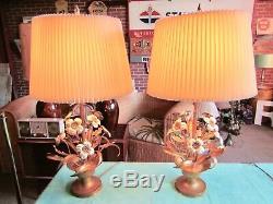 Paire De 2 Lampes Vtg MID Century Tole En Métal, Panier À Fleurs Doré, Fleurs Florales