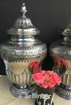 Paire De Vases Couverts D'urnes Recouverts De Vases En Argent Recouverts De Topazio