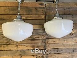 Paire De Verre Assortis Vintage Schoolhouse Lait Suspendu Silver Lights Canopy