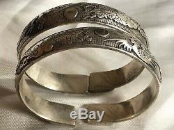 Paire Vintage Oriental Plaque D'argent Chinois Bracelet Bangles Dragons Repousse