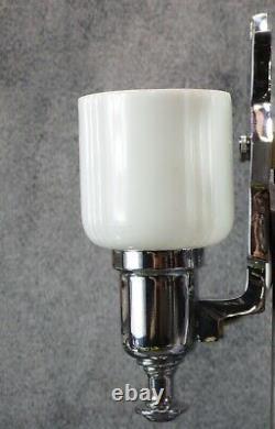 Paire Vtg Markel Art Déco Sconces Chrome Avec Des Nuances De Verre De Lait C. 1936 Restaurer