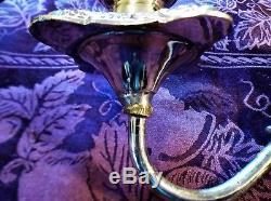 Une Belle Paire De Candélabres / Bougeoirs En Métal Argenté D'époque Vintage